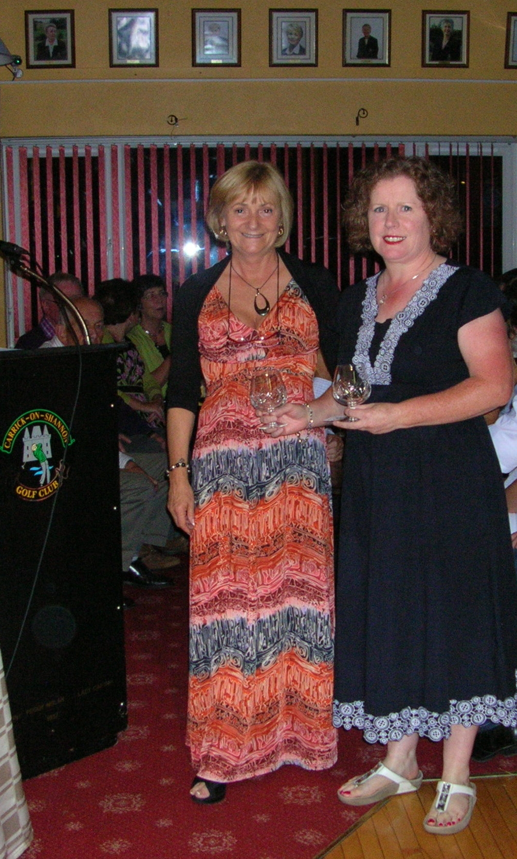 Lady Captain Mary King presents Cat 1-19 Prize on Lady Captains Prize Day 2012 to Siobhan