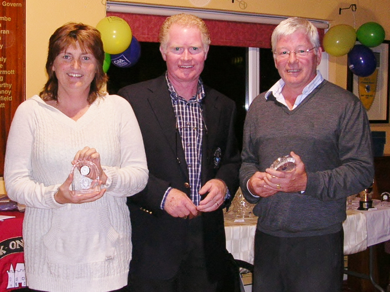 Captain Jim King presents the Runners up prize in Ardcarne Cup to Dolores & Tommy Mulvey