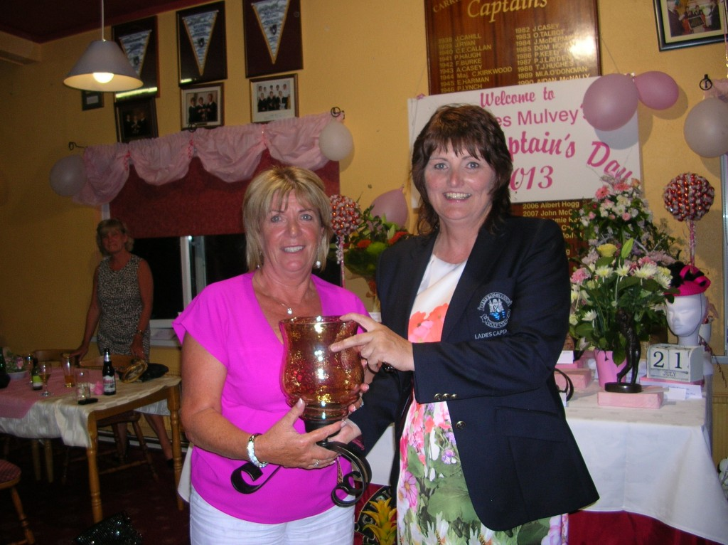 Kathleen Loftus pictured receiving Winner Cat 4(21-28)from Lady Captain Dolores Mulvey