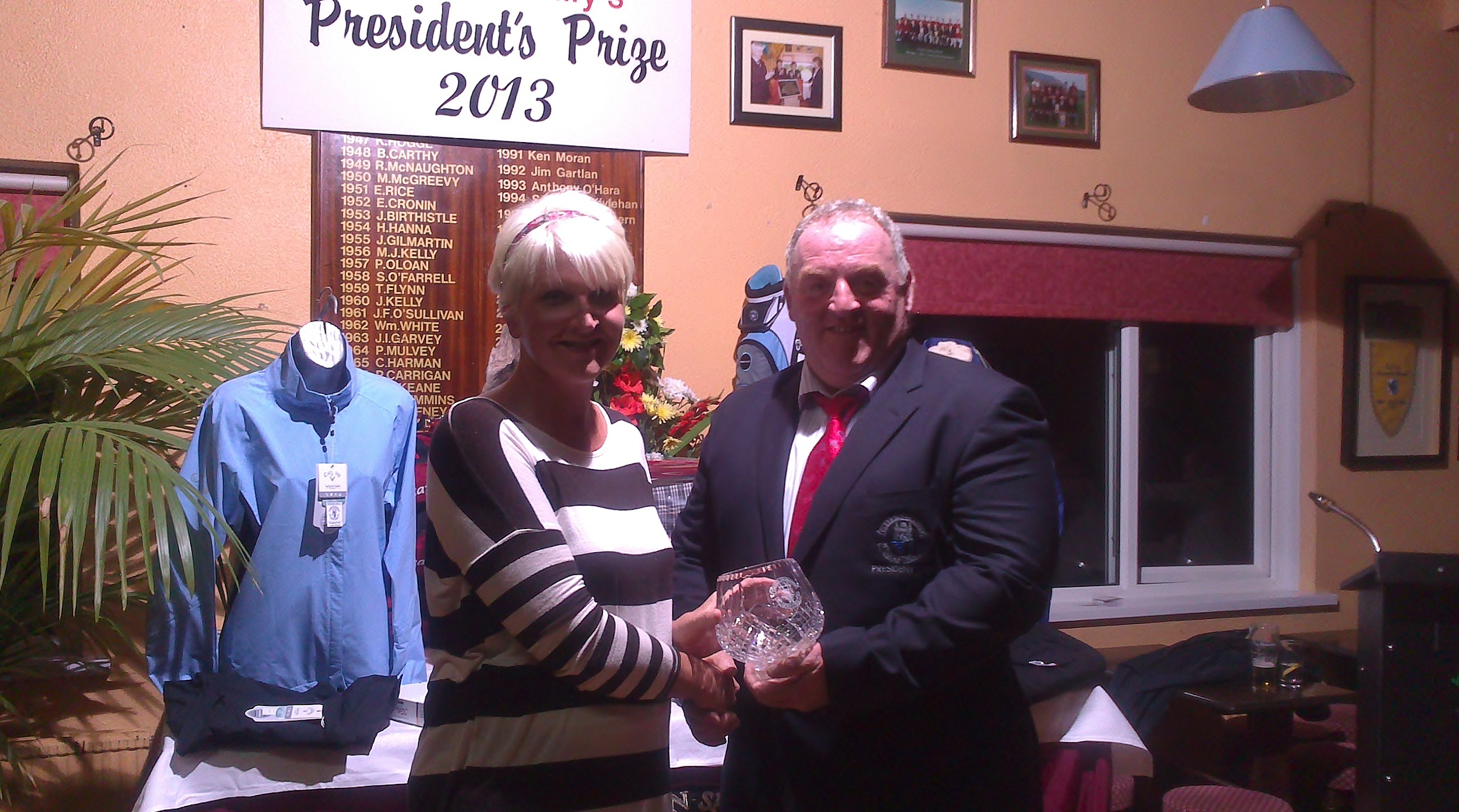 Liz McAvoy is presented with Presidents Prize to Ladies 2013 by Club President Mickey Daly