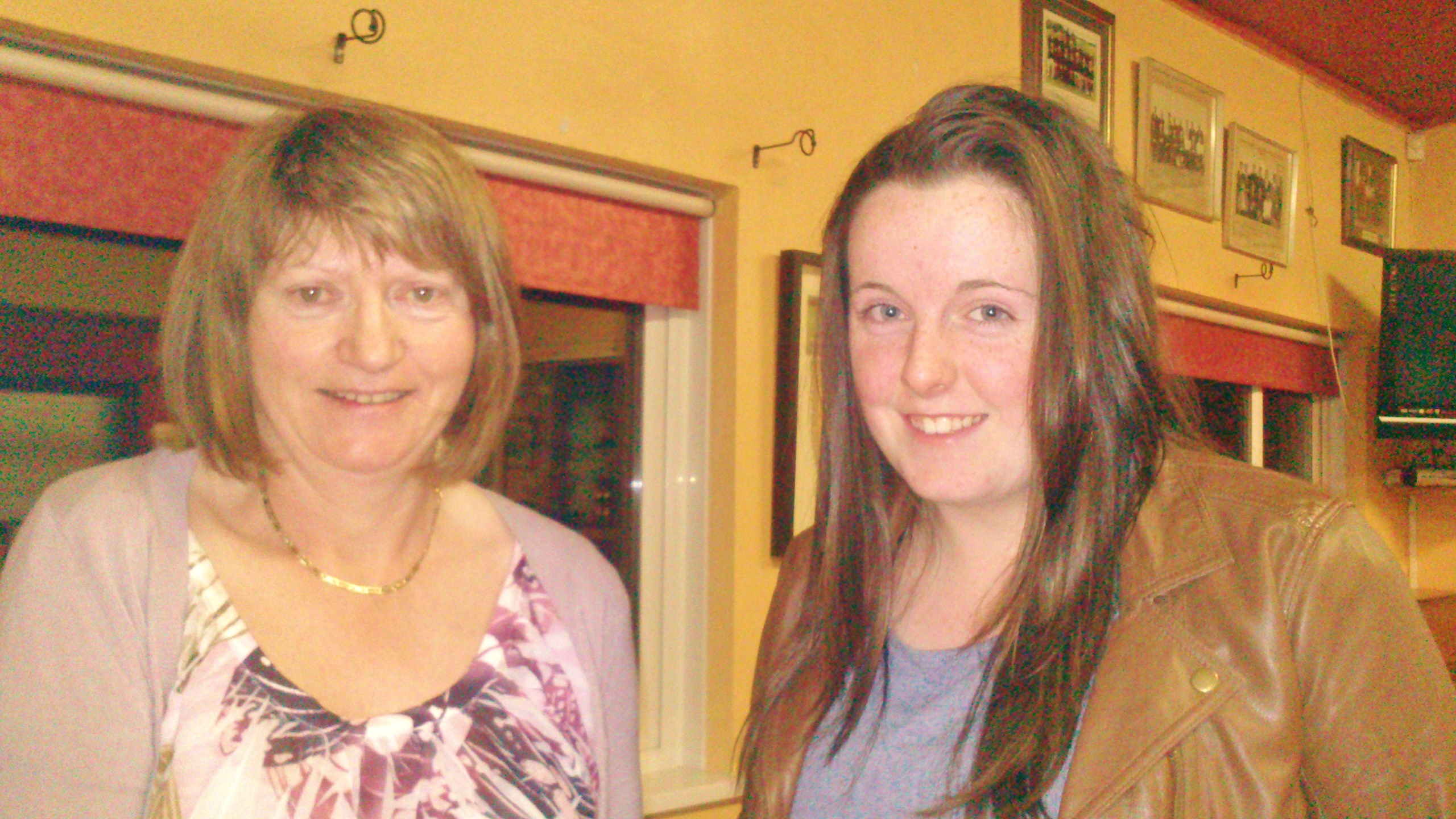 Vice Captain Mary Molloy presents First Prize in the Arigna Fuels Stableford to Eimear Gallagher.