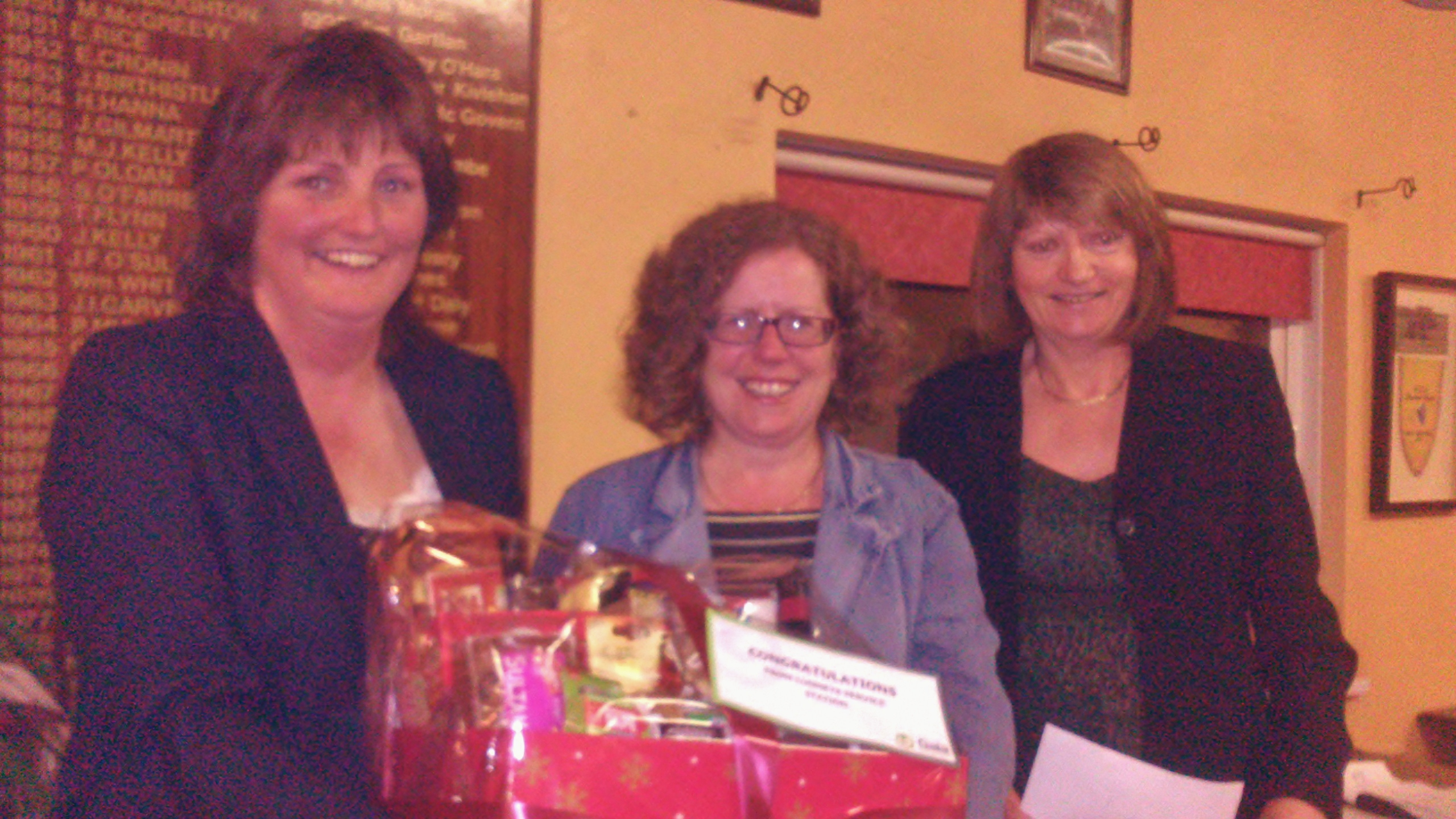 Lady Captain Dolores Mulvey and Vice Captain Mary Molloy present Gross Prize in the Luneys Gala Stroke to Siobhan Talbot