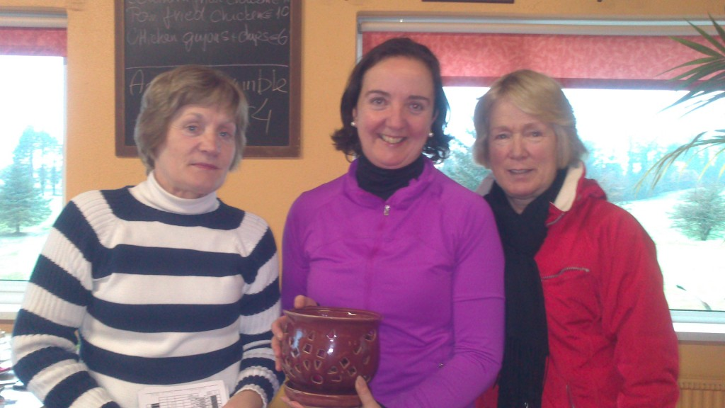 Hillary Collins is presented with Gross Prize in Jan Alliance by Ann Cox and Marie Leyden