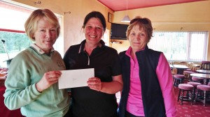 Brenda Kelly pictured receiving Gross Prize in Winter Alliance Captains Day from captains Marie Leyden and Ann Cox