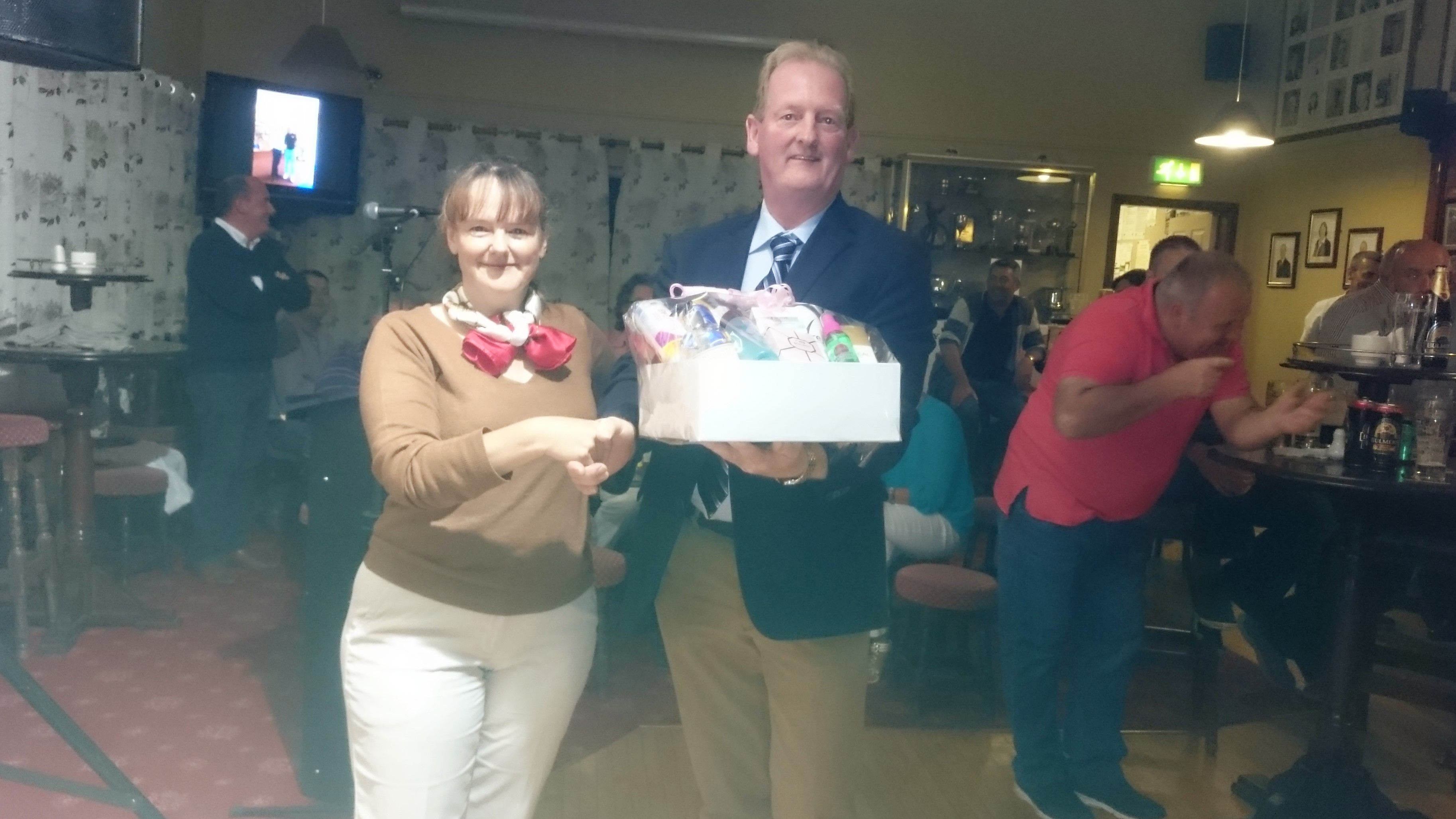 CAPTAIN'S PRIZE TO LADIES: Elizabeth Muldowney(THIRD), Captain Damien Duignan