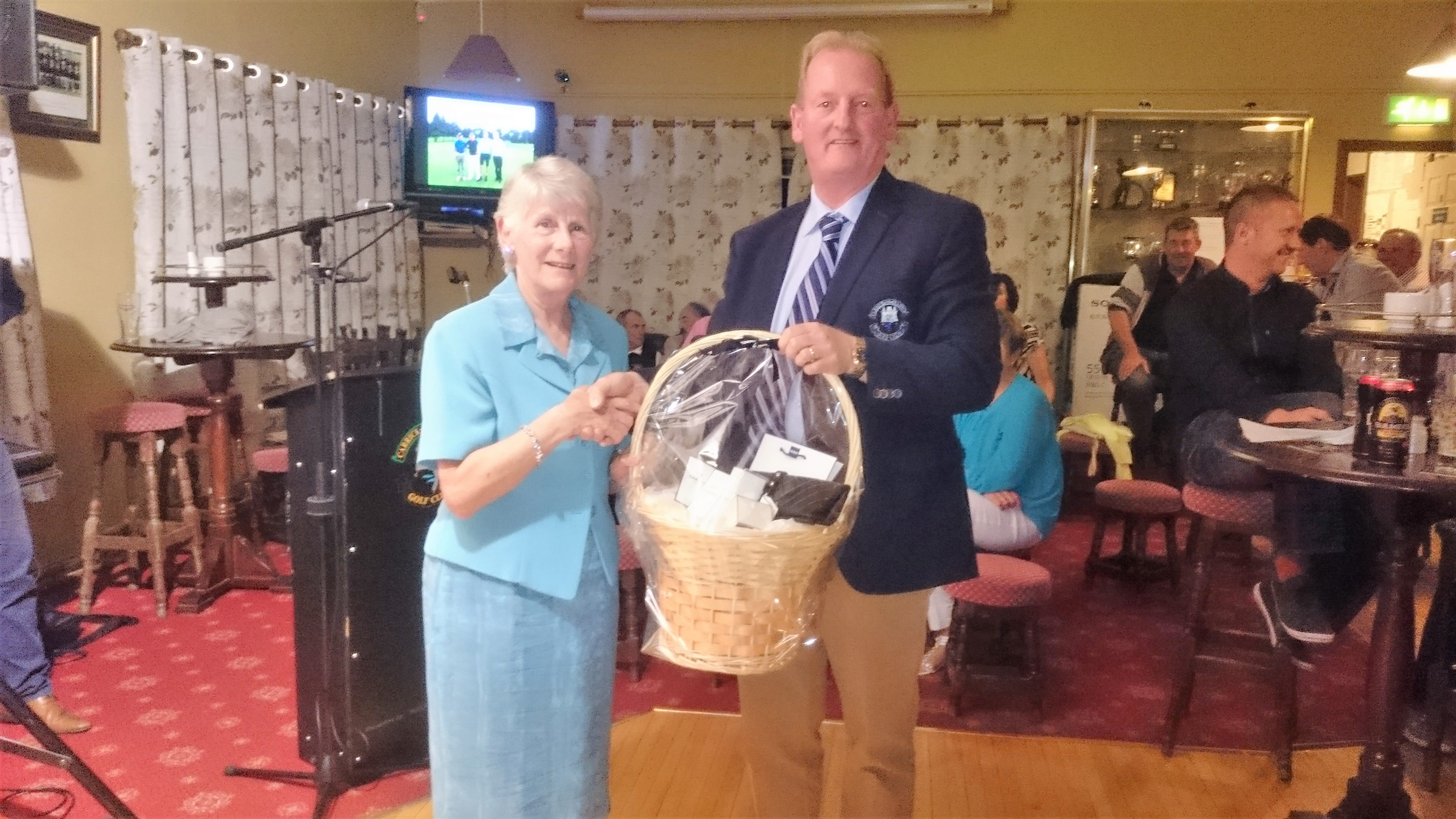 CAPTAIN'S PRIZE TO LADIES: Mary O'Rourke(WINNER), Captain Damien Duignan